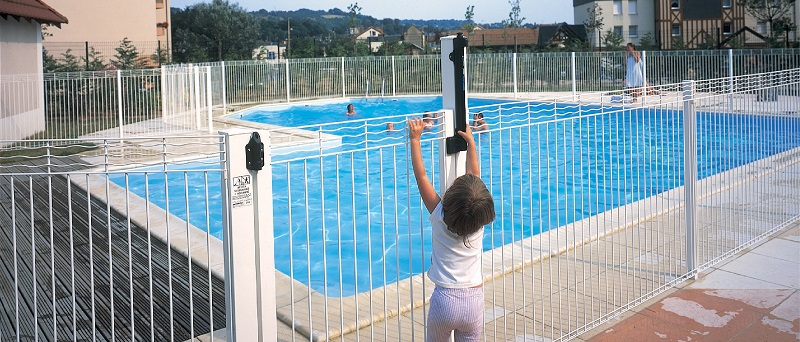 Clotures de piscine portails automatiques et cl tures for Cloture de piscine