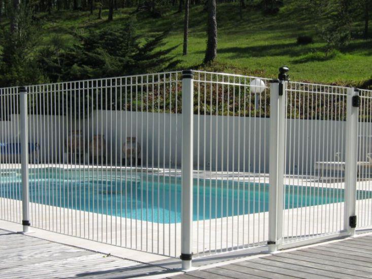 Cloture de piscine portails automatiques et cl tures aix for Cloture pour piscine gonflable
